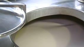 Producción de lechería - cubas del puré almacen de metraje de vídeo