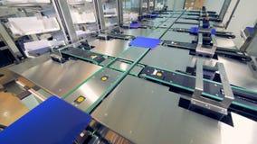 Producción de los paneles solares en la fábrica Distribución de elementos solares almacen de metraje de vídeo