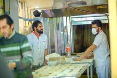 Producción de pan fresco imágenes de archivo libres de regalías