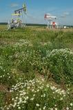 Producción de Russia.Oil en el campo petrolífero Imagen de archivo