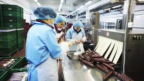 Producción de salchichas. Fábrica de la salchicha. Imagenes de archivo