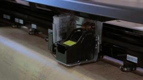 Producción del vestido de la ropa en la industria textil almacen de video