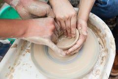 Producción hecha a mano de la cerámica Foto de archivo