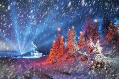 Producción petrolífera en el invierno en el soporte Synechka Foto de archivo
