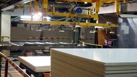 Producci?n de panel de fibras de madera laminado Hojas del panel de fibras de madera para la producci?n de los muebles foto de archivo libre de regalías