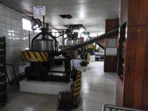 Producci?n de procesar las hojas de t? Sri Lanka fotos de archivo