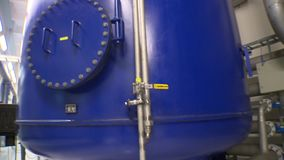Producci?n del biog?s Dep?sitos grandes para el almacenamiento del barro del tratamiento de aguas almacen de metraje de vídeo