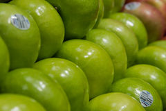 Produce: Granny Smith ECU. Pasadena, California/USA - December 29 2015: Red Delicious apples in produce section at grocery store Royalty Free Stock Photography