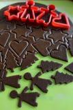 Producendo i biscotti del pan di zenzero di Natale - pasta e taglierine Fotografie Stock Libere da Diritti