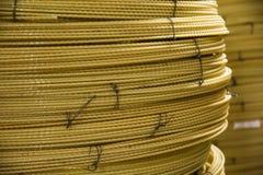 Producendo i fasci di fibre ottiche - fabbricazione di rinforzo composito immagine stock