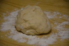 Producendo pane a casa, stile dell'Ucraina, Europa orientale immagini stock