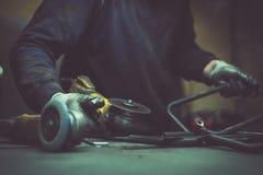Producent som arbetar med en molar i ett seminarium och en avslutning Royaltyfria Foton