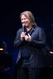 Producent Viktor Drobysh opowiada mikrofon na scenie podczas Viktor Drobysh roku urodziny 50th koncerta przy Barclay centrum Obraz Stock