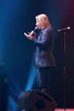 Producent Viktor Drobysh opowiada mikrofon na scenie podczas Viktor Drobysh roku urodziny 50th koncerta przy Barclay centrum Zdjęcie Stock