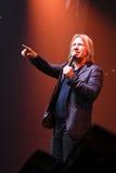 Producent Viktor Drobysh opowiada mikrofon na scenie podczas Viktor Drobysh roku urodziny 50th koncerta przy Barclay centrum Zdjęcia Royalty Free
