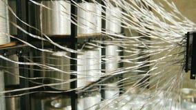 Produciendo las varillas de fibra de vidrio - fabricación de refuerzo compuesto, industria para la construcción almacen de metraje de vídeo