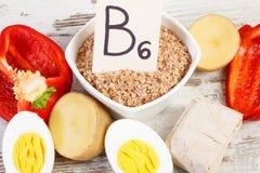 Producten die vitamine B6 en dieetvezel, gezond voedingsconcept bevatten royalty-vrije stock foto