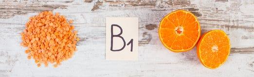 Producten en ingrediënten die vitamine B1 en dieetvezel, gezonde voeding bevatten royalty-vrije stock foto's