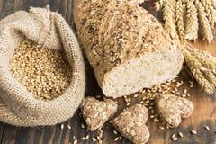 Producten van wholegrain tarwe stock foto's