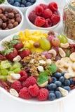 Producten voor een gezond ontbijt - bessen, fruit en graangewas Royalty-vrije Stock Foto