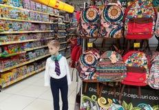 Producten voor kinderen in de supermarkt Royalty-vrije Stock Foto's
