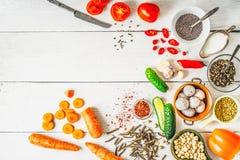Producten voor Midden-Oosten, Kaukasische en Aziatische keuken op de witte mening van de lijstbovenkant stock fotografie