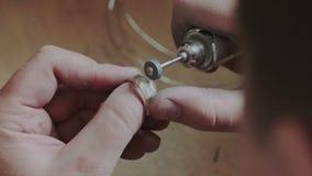 Productie en het maken van productie, fabriek, gegoten ambachtontwerp, proces kostbare gouden juwelen, diamant, juwelen, ring stock video
