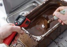 Productie van chocoladesuikergoed Royalty-vrije Stock Afbeeldingen
