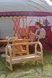 Productie van de Kazakh nationale hulpmiddelen en de houten producten royalty-vrije stock afbeeldingen