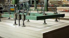 Productie van gelamineerde houtvezelplaat Houtvezelplaatbladen voor meubilairproductie stock foto's