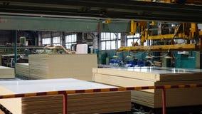 Productie van gelamineerde houtvezelplaat Houtvezelplaatbladen voor meubilairproductie stock fotografie