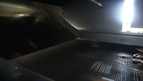 Productie van ongezuurde broodjes stock footage