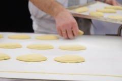 Productielijn bij bakkerij royalty-vrije stock afbeeldingen