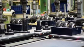 Productielijn delen van een auto de handtoestel stock video