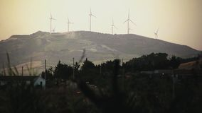 Production énergétique #4 éolienne banque de vidéos