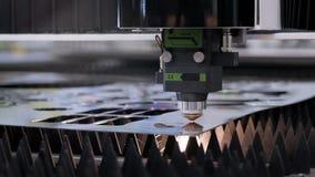 Production automatisée avec le processus de commande numérique par ordinateur et la machine de laser pour le métal coupé clips vidéos