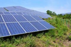 Production d'électricité photovoltaïque solaire photos libres de droits