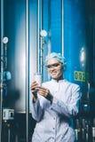Production d'usine de lait image stock