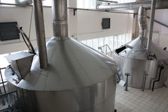 Production de brassage - écrasez la brasserie de cuves, vue supérieure Photos stock