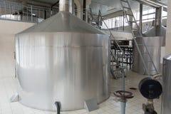Production de brassage - réservoirs de bière Photo libre de droits