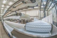 Production de machines coupant de grandes quantités de viande Image stock