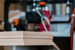 Production de meubles Équipement de travail du bois, matières premières et outils images libres de droits