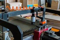 Production de meubles Équipement de travail du bois, matières premières et outils images stock