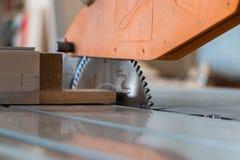 Production de meubles Équipement de travail du bois, matières premières et outils photographie stock libre de droits