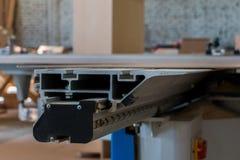 Production de meubles Équipement de travail du bois, matières premières et outils photo libre de droits