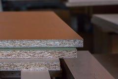 Production de meubles Équipement de travail du bois, matières premières et outils photos libres de droits