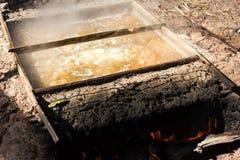 Production de sel par l'ébullition Photographie stock libre de droits