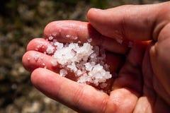Production de sel rouge dans le lac puerto Rico photographie stock