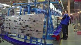 Production des circuits électriques pour des voitures de Mercedes Câblage électrique pour des voitures Daimler BR177 banque de vidéos