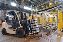 Production des roues en acier de train Images libres de droits